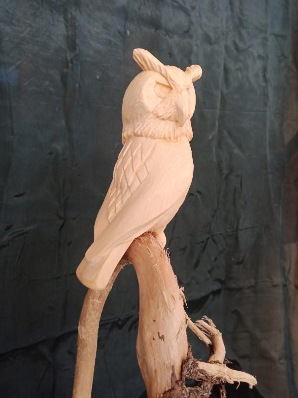 Holzbildhauer, Eule, geschnitzte Tiere, Zirbenholz