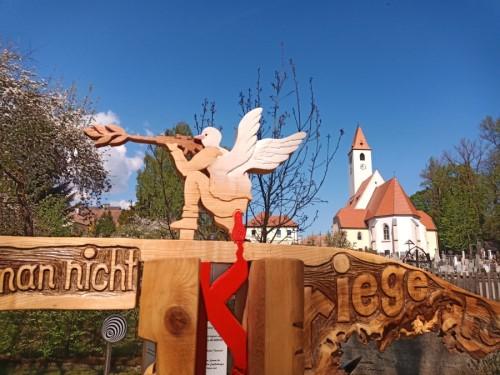 Tastskulptur, Skulptur, Friedensskulptur, Frieden, Friedenstaube, Krieg, Naturmaterial, Naur, Naturskulptur, Linde, Esche, Kunst in Aspang,
